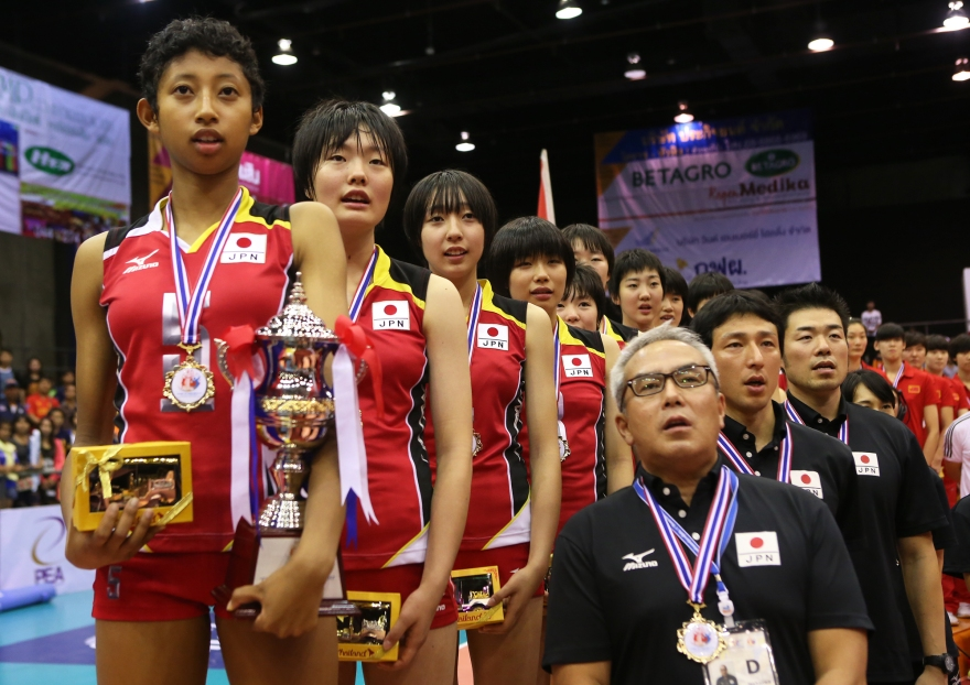 Airi Miyabe with Japanese National Team at the World Cup.